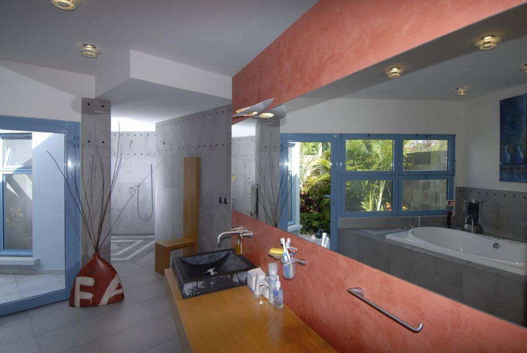5128-Villa Dema Interior Master Bathroom 002